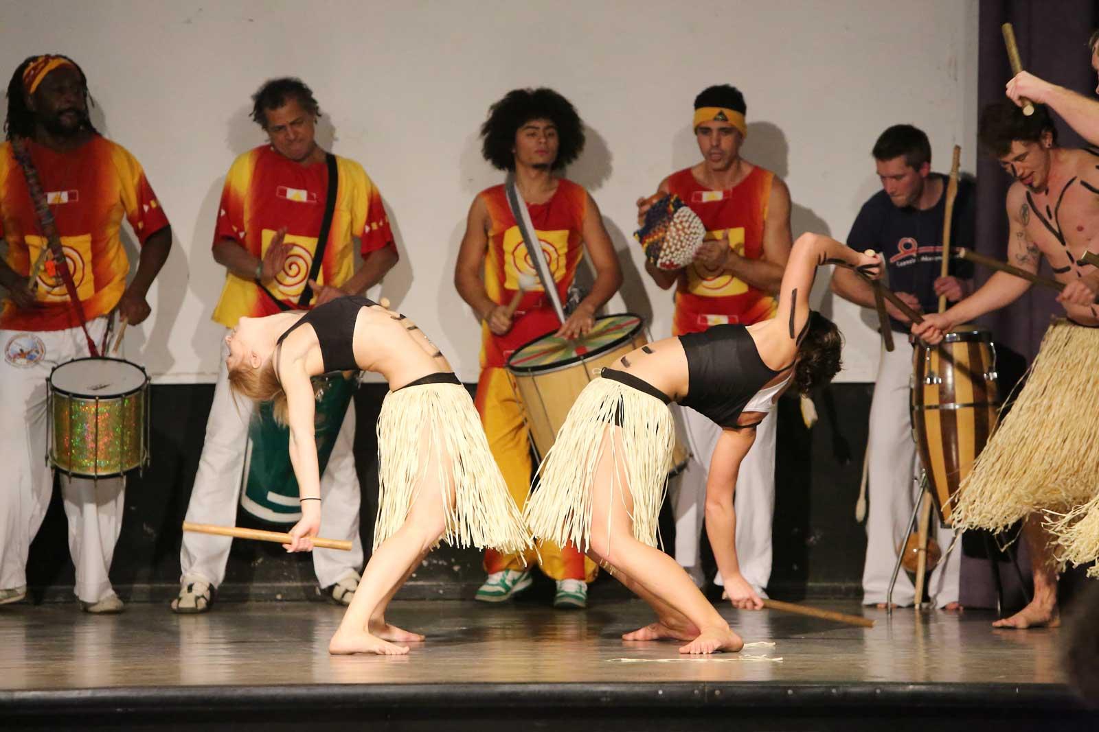 Capoeira Akademie Berlin: Maculélé Bühnenshow